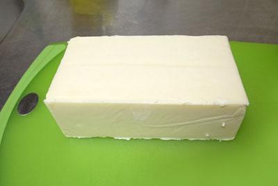 コストコのチーズ切り分け方1