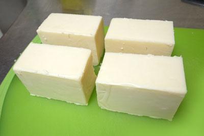 コストコのチーズ切り分け方2