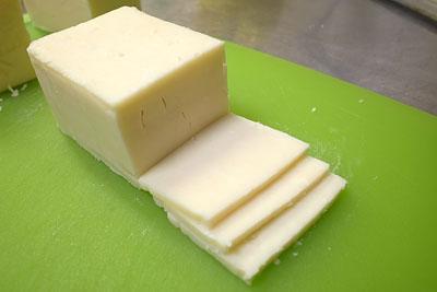 コストコのチーズ切り分け方3
