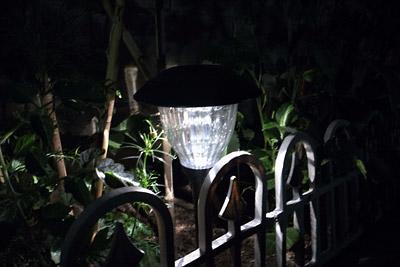 LEDソーラーライト 点灯