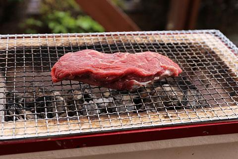 肩ロースの厚切りステーキ