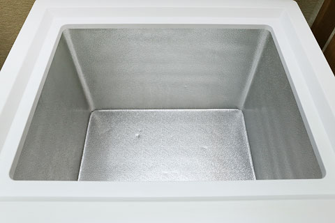 冷凍庫の霜取り 綺麗になった上の段
