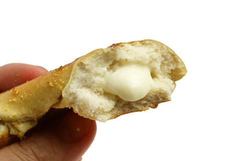 クリームチーズ入りソフトプレッツェル クリームチーズ部分