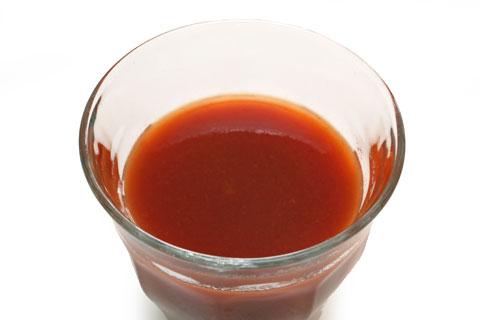 キャンベルV8 野菜ジュース グラスに注いだ