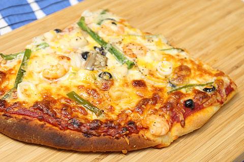 丸型ピザ シーフード 焼いてみた