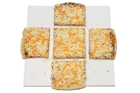 丸型ピザの切り方3 5つに切り分ける