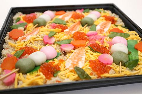 ファミリーちらし寿司 三色団子入り 蓋を開けた