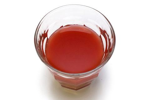 ランガーズ トマトクラムカクテル グラスに注いだ