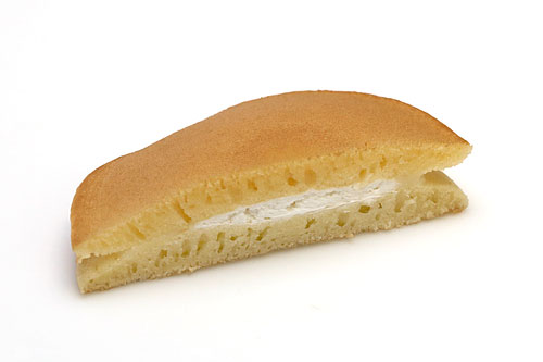 チェダーチーズクリーム&ホイップクリームパンケーキ カット断面