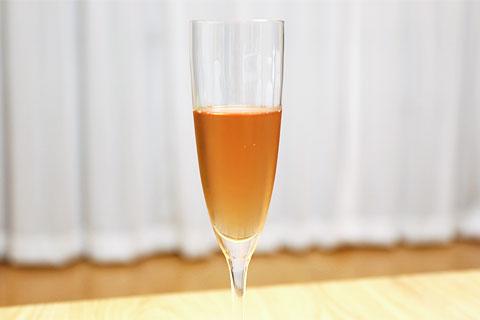 ベッレンダ・ロゼ・ブリュット グラスに注いだ