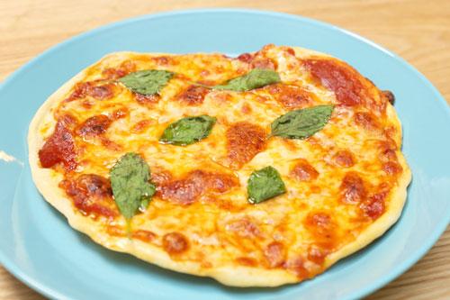 フリゴ モッツァレラシュレッド ツイン チーズピザ