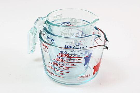PYREX 強化ガラスメジャーカップセット 3つを重ねた