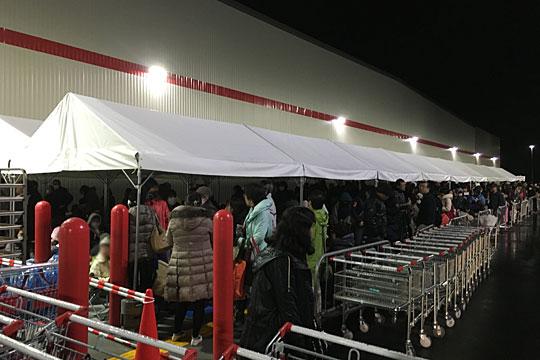 コストコ岐阜羽島倉庫店 並ぶ人々