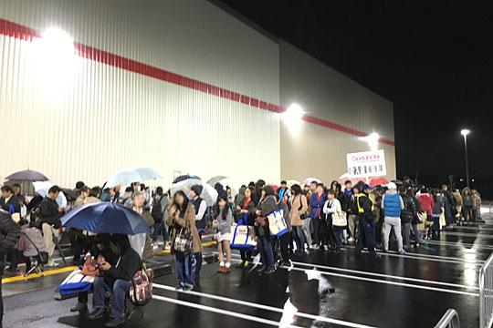 コストコ岐阜羽島倉庫店 並ぶ人々(最後尾)