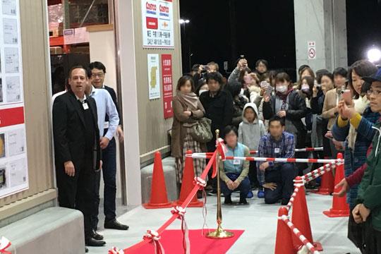 コストコ岐阜羽島倉庫店 オープン 入り口が開く(ケン社長)