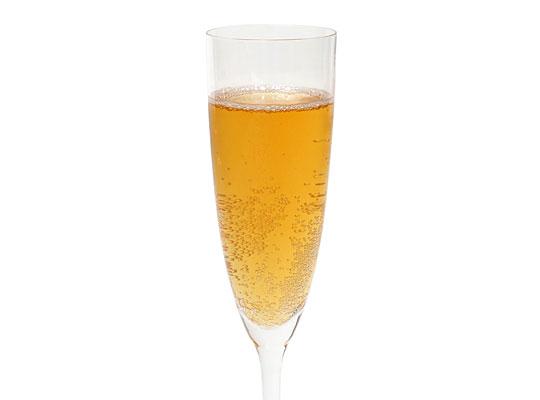 ランガーズ オブ ソノマ スパークリング アップルピーチ グラスに注いだ