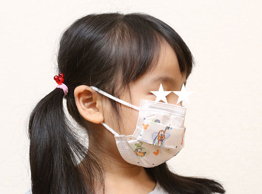ディズニー子供用プリーツマスク おちびに装着(横)