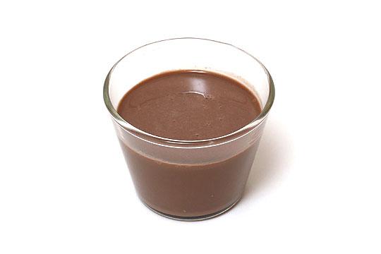 ATHENA プレミアムダブルチョコレートドリンク グラスに注いだ