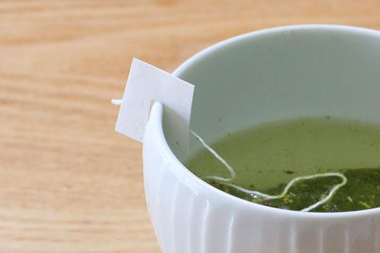 カークランドシグネチャー 抹茶入り緑茶ティーバッグ カップの縁に引っ掛ける