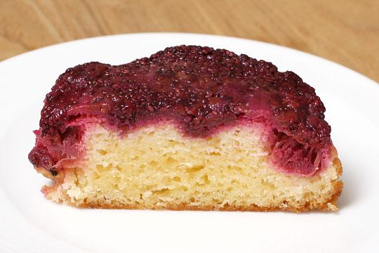 ラズベリールバーブケーキ 半分にカット