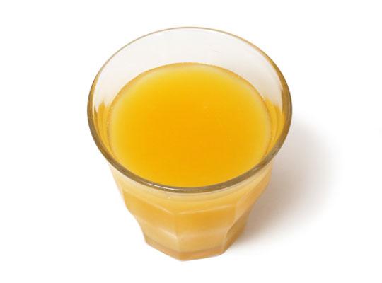 GROVE オンリーフレッシュ オレンジジュース グラスに注いだ