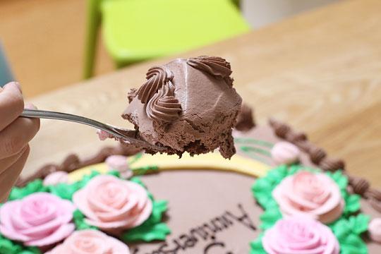 ハーフシートケーキ チョコレート カレースプーンで