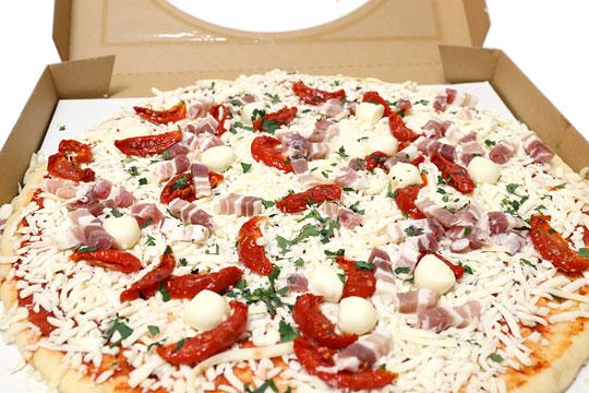 丸型ピザ パンチェッタ&モッツァレラ 開封