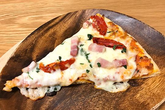 丸型ピザ パンチェッタ&モッツァレラ 焼いた