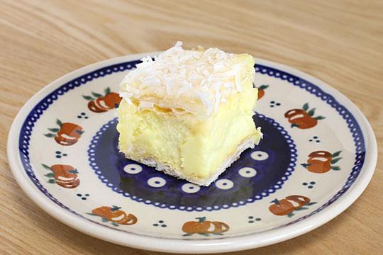 ニュージーランド産 カスタードケーキ お皿に盛りつけ