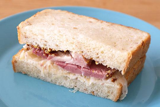 アイスバインでサンドイッチ