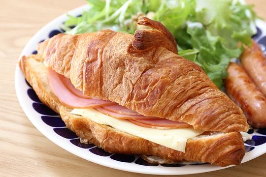 コストコの新しいクロワッサン(ハムとチーズ)