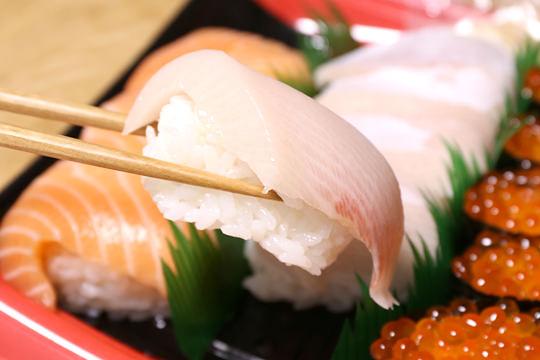 特選握り寿司 ブリにアップ