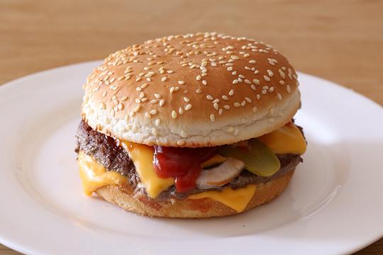 クォーターパウンダーチーズ風ハンバーガー
