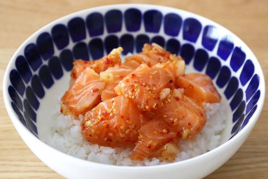 サーモンポキ丼