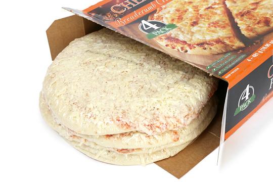 カークランド チーズピザ ブレッドクラムクラスト(冷凍ピザ) 箱から出した様子