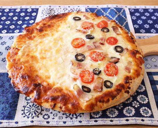 カークランド チーズピザ ブレッドクラムクラスト(冷凍ピザ) 焼いた