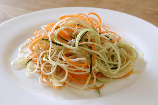 ズッキーニとニンジンのサラダ