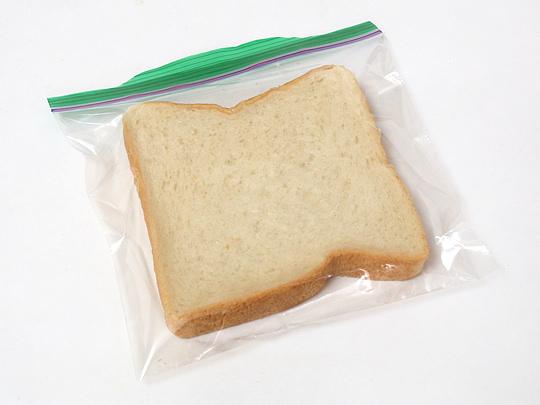 ジップロック サンドイッチバッグ 1枚(食パンを入れた)