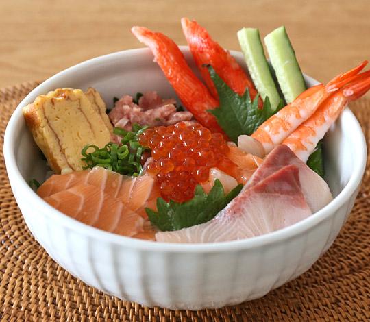 コストコの手巻き寿司セットで海鮮丼