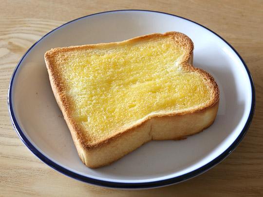 Nuttelex オリーブオイル風味スプレッド トースト(焼いたパンに塗った)