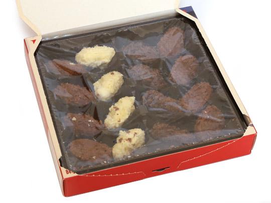 ビヨンドタイム ベルギー産ミックスチョコレートトリュフ 透明のシールが貼ったプラスチック製の容器