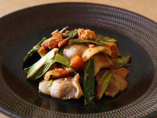 唐辛子ツナを豚肉と炒めた