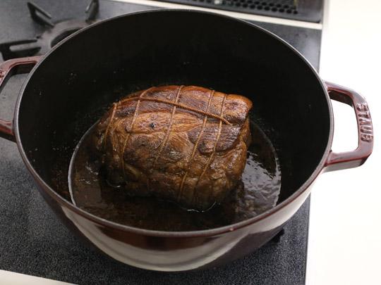 STAUB(ストウブ)フレンチルースターココット 24cmで焼豚(調理中)