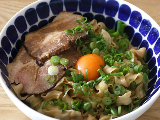 台湾のコストコで大人気のインスタント麺 曽拌麺(ツェンバンメン) 調理例2(トッピングあり)