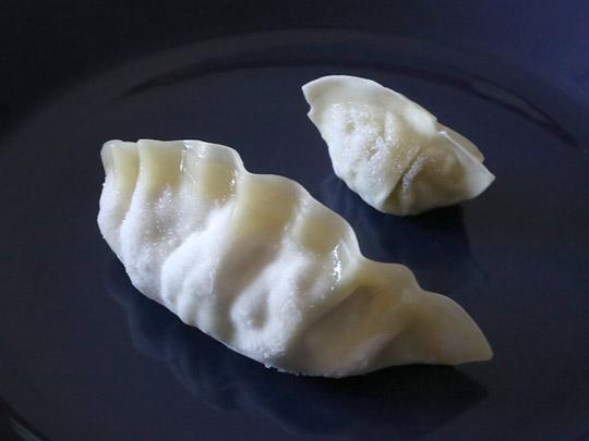 bibigo 王餃子 肉&野菜 水餃子との大きさ比較