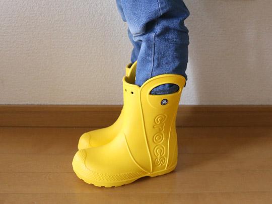 クロックス キッズ用 ハンドルイットレインブーツ(子供用長靴) おちびに履かせてみた