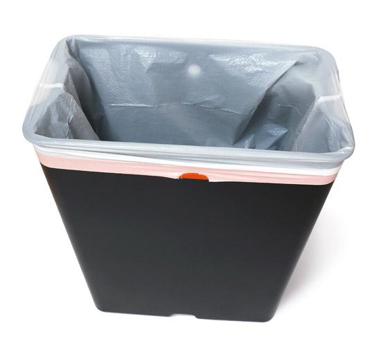 EKO センサー付きゴミ箱 47L 内箱にゴミ袋をかぶせた様子