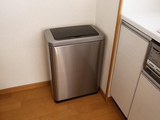 EKO センサー付きゴミ箱 47L 設置例