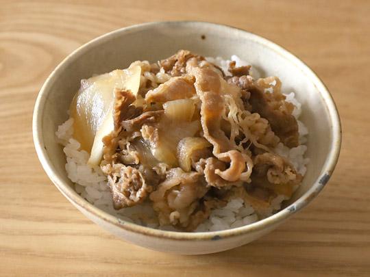 吉野家 ミニ牛丼の具 牛丼(ご飯茶碗に盛り付け)
