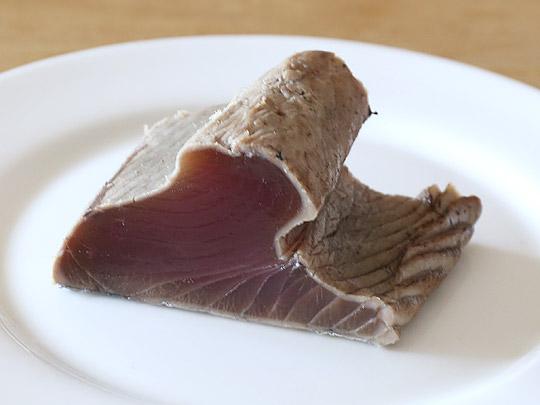 静岡県産 かつおたたき生食用 カット断面